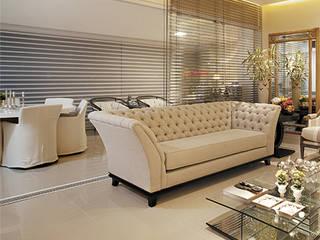Ruang Keluarga Modern Oleh Mônica Daniela Arquitetura & Design de Interior Modern