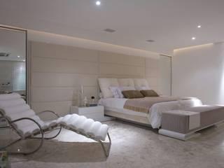 Schlafzimmer von Mônica Daniela Arquitetura & Design de Interior