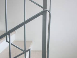 Flavia Benigni Architetto Pasillos, vestíbulos y escaleras modernos