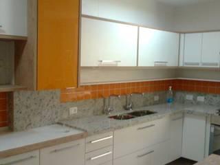 Área de preparo e cocção da cozinha.: Cozinhas  por HL Arquitetura & Design
