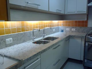 Iluminação da área de preparo e cocção da cozinha.: Cozinhas  por HL Arquitetura & Design