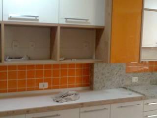 Reforma de apartamento antigo em Copacabana, Rio de Janeiro. Cozinhas modernas por HL Arquitetura & Design Moderno