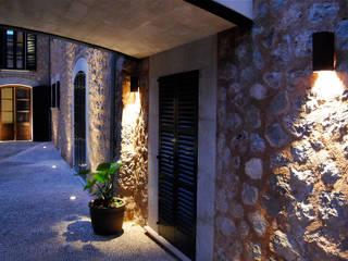 Casas rústicas por Tono Vila Architecture & Design Rústico