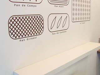 Minimalistyczna jadalnia od Lucy Attwood Interior Design + Architecture Minimalistyczny