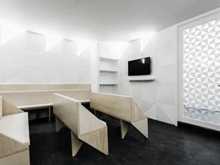 Clínica Dentária no Porto: Clínicas  por Ren Ito Arquiteto