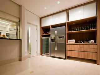 personalizaçao de apartamento: Cozinhas  por NAHAS NETO ARQUITETURA PLANEJAMENTO E CONSTRUÇÃO