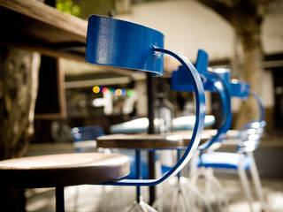 RESTAURANTE CHIPPER: Gastronomía de estilo  por Lucy Attwood Interior Design + Architecture