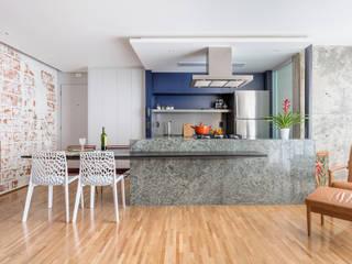 廚房 by Motirõ Arquitetos, 現代風