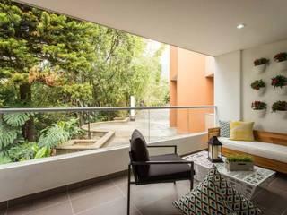 Maria Mentira Studio Modern balcony, veranda & terrace Iron/Steel White