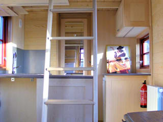 TINY HOUSE CONCEPT - BERARD FREDERIC Kitchen Wood Wood effect