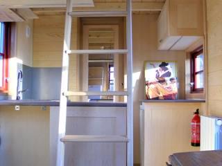 TINY HOUSE CONCEPT - BERARD FREDERIC Minimalist kitchen Wood Wood effect