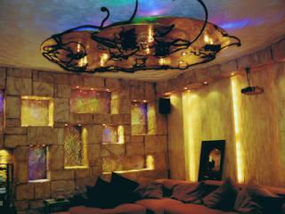 Кинозал на цокольном этаже частного дома: Винные погребы в . Автор – Строев Михаил, Эклектичный