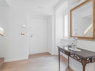 Facile Ristrutturare Pasillos, vestíbulos y escaleras modernos