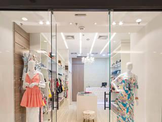 Boutique Quatro Rodas: Loja Shopping Lojas & Imóveis comerciais ecléticos por Gláucia Brito Interiores Eclético