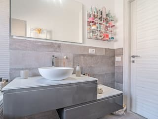 Ristrutturazione appartamento di 95mq Roma, Collatino Bagno moderno di Facile Ristrutturare Moderno