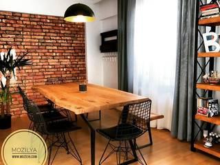 Mozilya Mobilya – Ceviz ağacı yemek masası ve kitaplık: rustik tarz tarz Yemek Odası