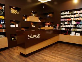 Selective Perfumarias - Matosinhos: Lojas e espaços comerciais  por Impacto Criativo