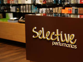 Abertura de Nova Perfumaria Lojas e Espaços comerciais modernos por Impacto Criativo Moderno