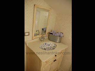 İç Mimar Neslihan Toker – Çatı Katı Banyo:  tarz