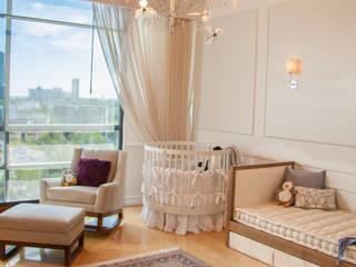 Dormitorios infantiles de estilo clásico de M+M INTERIORISMO Clásico