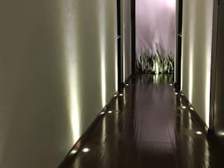 Modern Corridor, Hallway and Staircase by Spazio3Design Modern
