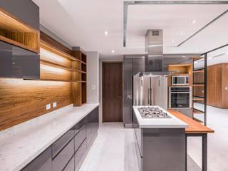 Cocinas de estilo  por Sobrado + Ugalde Arquitectos, Moderno