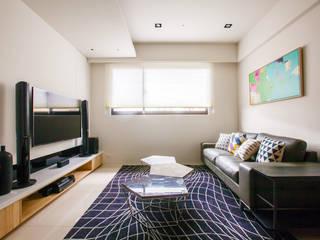 新北 林口 Kuo  residence (竹城長崎):  客廳 by 双設計建築室內總研所