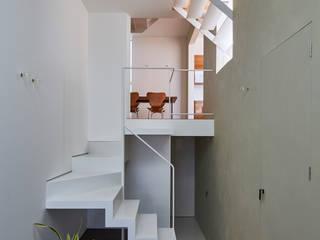 DAIKO モダンスタイルの 玄関&廊下&階段 の 武藤圭太郎建築設計事務所 モダン