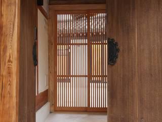 經典風格的走廊,走廊和樓梯 根據 obrick 古典風