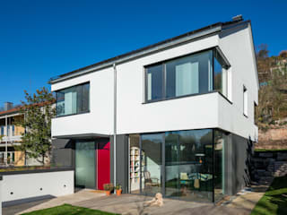 Außenansicht Vorderseite: moderne Häuser von tillschweizer.co