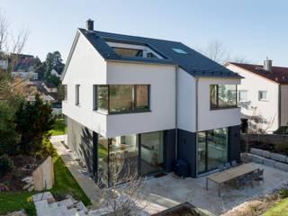 Außenansicht Hinterseite: moderne Häuser von tillschweizer.co