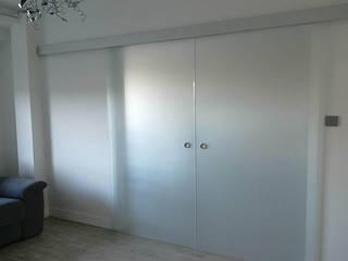 Drzwi.: styl , w kategorii Salon zaprojektowany przez Artur Grab Design