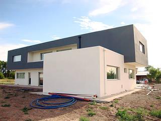 Casa PR- Barrio Los Robles I - Cipolletti Casas modernas: Ideas, imágenes y decoración de Lineasur Arquitectos Moderno