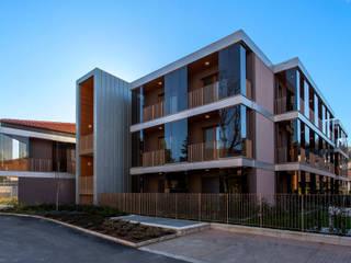 Residenza Le Logge: Case in stile  di OB|A Studio di Architettura