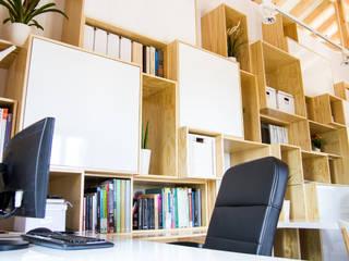 Oficinas de estilo mediterráneo de DIKA estudio Mediterráneo