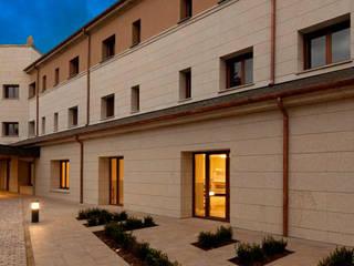 Rehabilitación Integral del Parador de Turismo de Villafranca del Bierzo (León, Castilla y León) Casas de estilo moderno de E.PARADINAS·ARQUITECTO Moderno