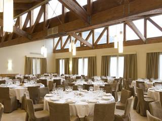 Rehabilitación Integral del Parador de Turismo de Villafranca del Bierzo (León, Castilla y León) Comedores de estilo moderno de E.PARADINAS·ARQUITECTO Moderno