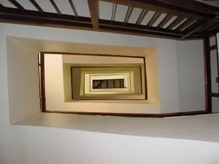 Rehabilitación Integral de la Residencia de Estudiantes Padre Poveda Pasillos, vestíbulos y escaleras de estilo clásico de E.PARADINAS·ARQUITECTO Clásico