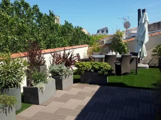 Une terrasse en toiture de 80 m2 par Les Jardins de Marion