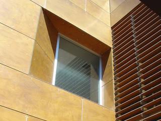 Arquitectura sanitaria Casas de estilo moderno de E.PARADINAS·ARQUITECTO Moderno