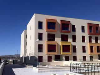 Edificios de Viviendas Casas de estilo moderno de E.PARADINAS·ARQUITECTO Moderno
