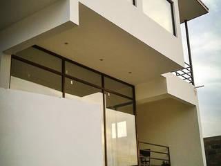 Casa Morales. Concon. Chile CM Arquitecto Casas estilo moderno: ideas, arquitectura e imágenes Concreto Blanco