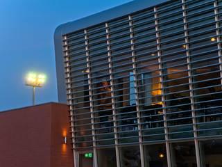 """""""strike restaurant"""" Bar & Club moderni di Massimo Viti Architetto studio Architectural Make-Up+ Moderno"""