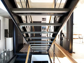 House in Madrid, Spain Modern corridor, hallway & stairs by Mariona Soler Modern