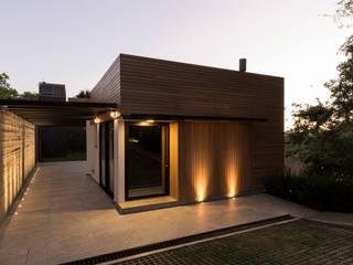 CASA VILLAGGIO: Casas  por sacha zanin arquiteta,Moderno