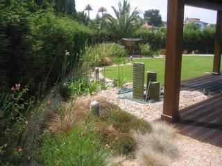 Casa unifamiliar Gijón. Diseño de jardín.: Jardines de estilo ecléctico de LandSkapes. Anja Konrad