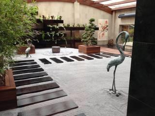 Jardín interior ZEN: Espacios comerciales de estilo  de LandSkapes. Anja Konrad