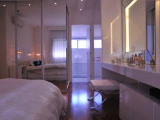 Phòng ngủ phong cách chiết trung bởi kaleidoscope arquitetura de experiencia Chiết trung