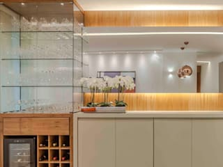 Modern wine cellar by Carol Landim | Arquitetura + Interiores Modern Solid Wood Multicolored