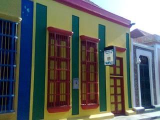 Casas  por ESTUDIO DE ARQUITECTURA C.A